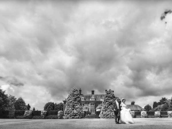 wedding photography at Dunchurch Park by Jon Thorne wedding photography
