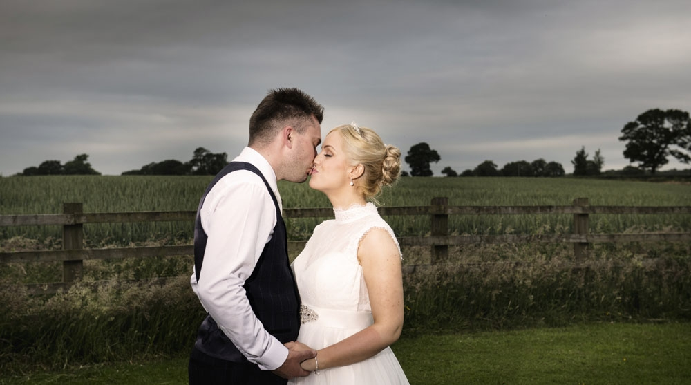 bride and groom kiss, cheshire wedding photographer, sandhole oak barn
