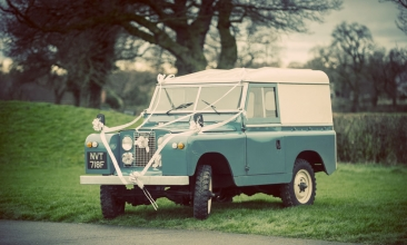 land rover defender with ribbons, cheshire wedding photographer