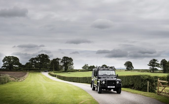 land rover defender, cheshire wedding photographer, sandhole oak barn
